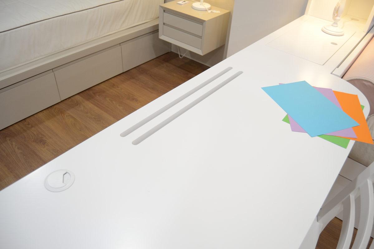 detalles escritorio blanco