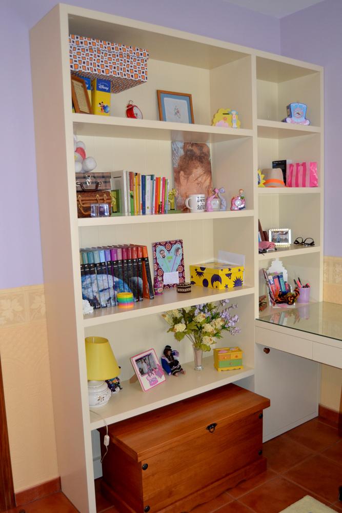 Librería color crema