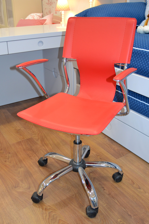 Sillas escritorio roja para ni os el p jaro carpintero - Sillas infantiles de escritorio ...