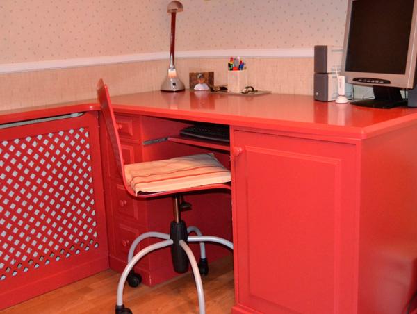 escritorio rojo
