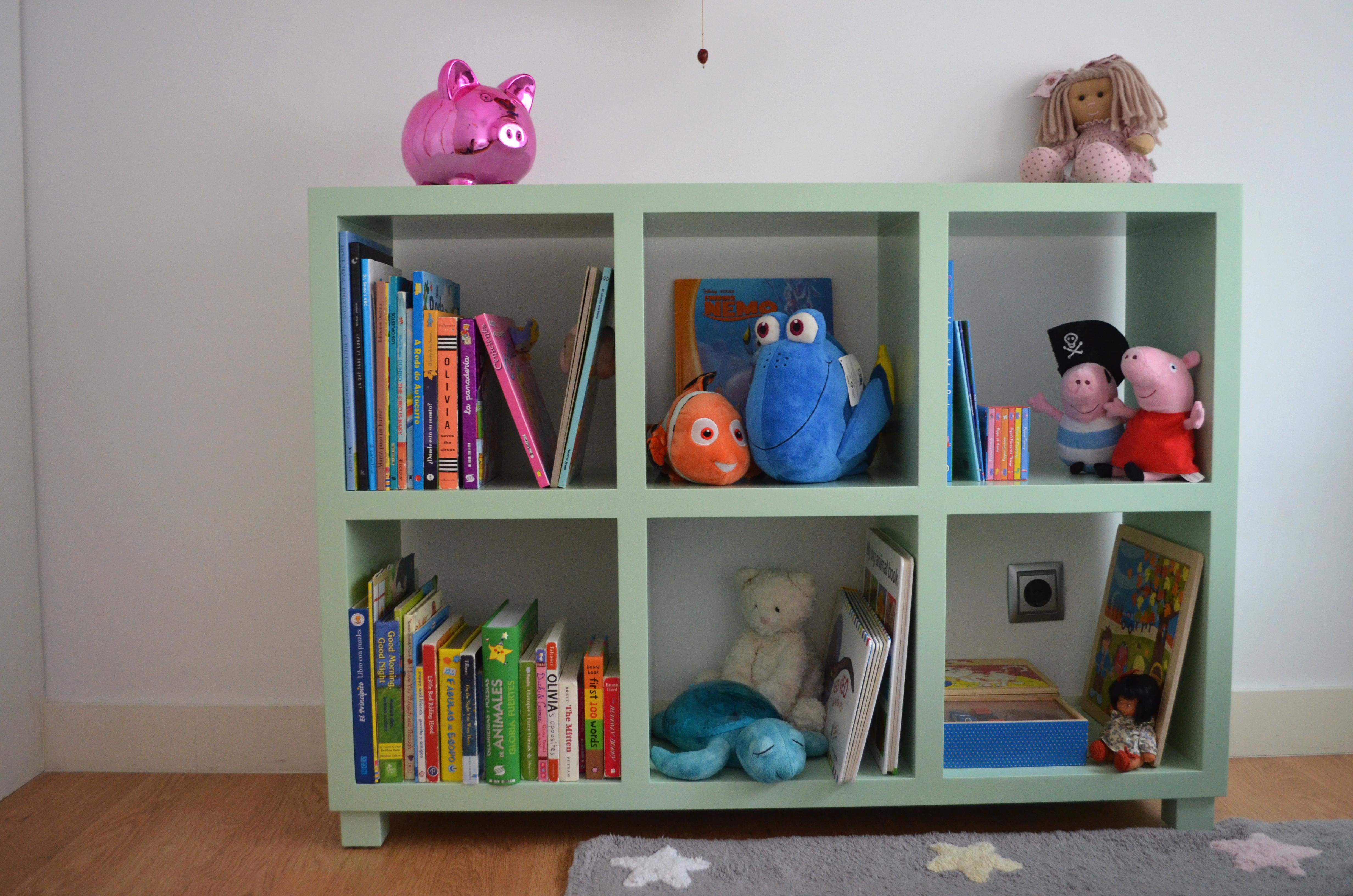 Estantería verde para dormitorio infantil
