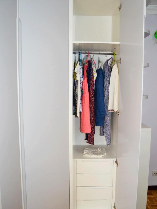 armario de rincon abierto
