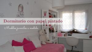 Dormitorio juvenil con pizarra y papel pintado
