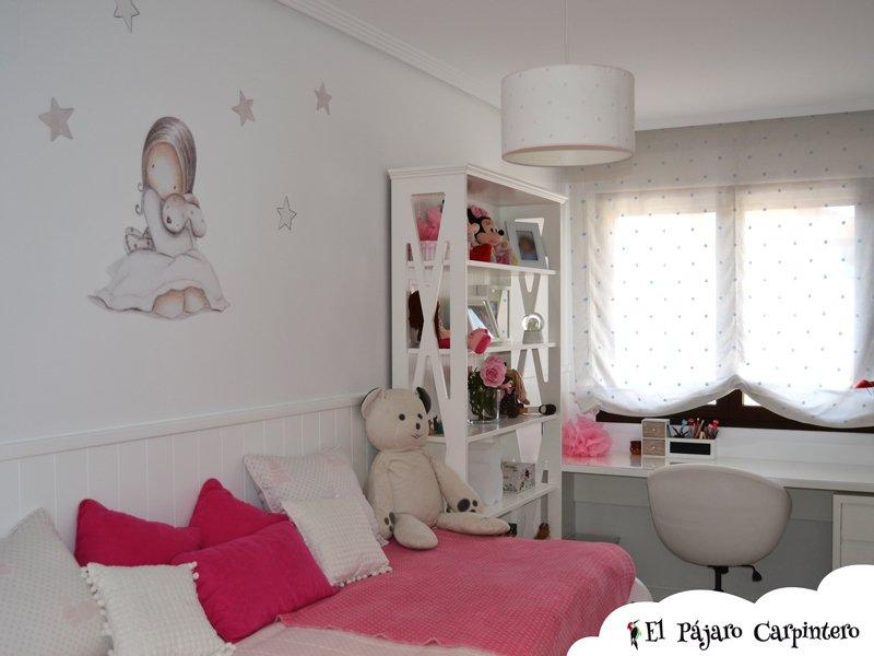 Dormitorio juvenil con pizarra y papel pintado for Vinilos decorativos dormitorios juveniles