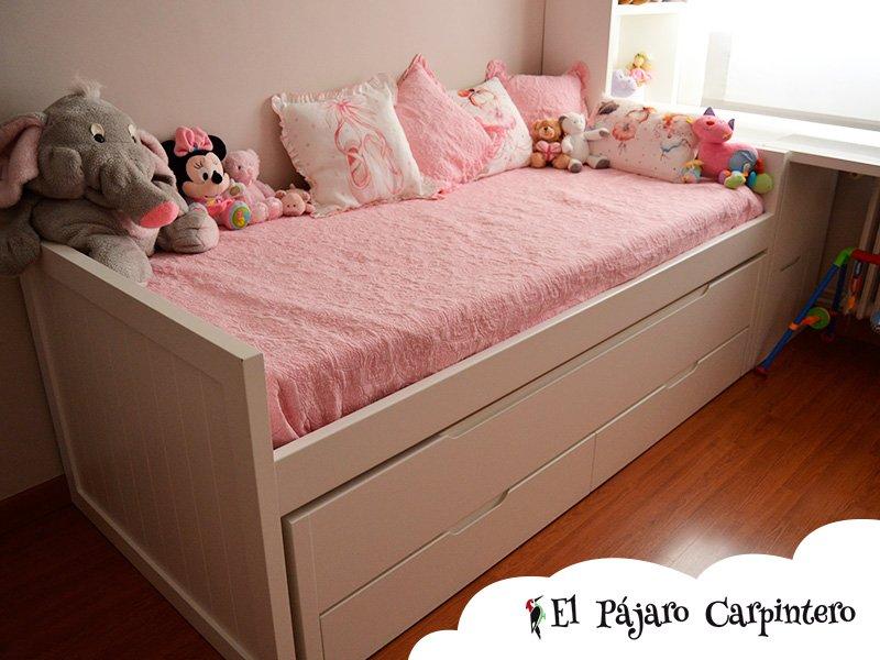 Cama doble en dormitorio para niñas