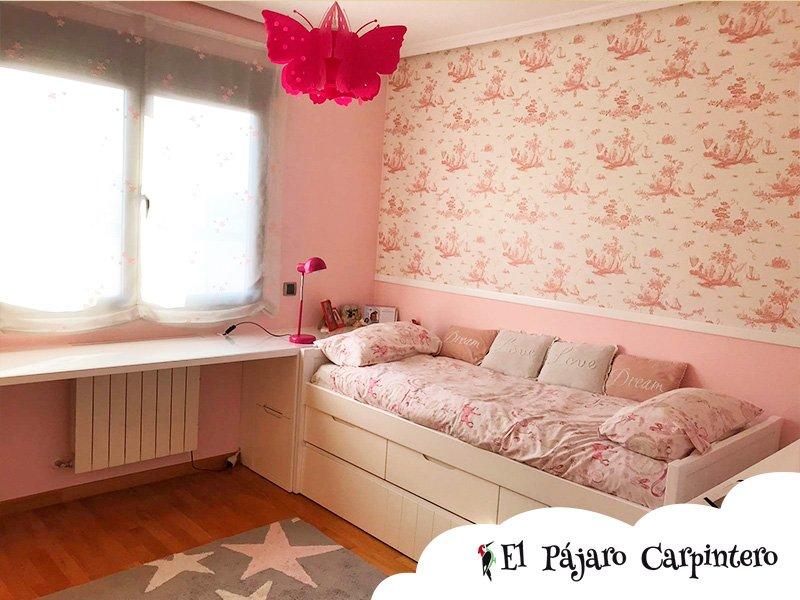 Dormitorio para niñas con amplio escritorio y cama doble