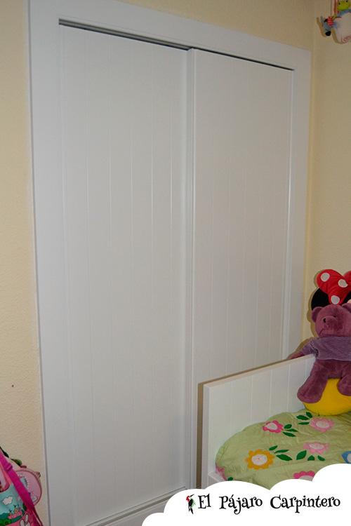 Armario lacado en blanco con puertas correderas