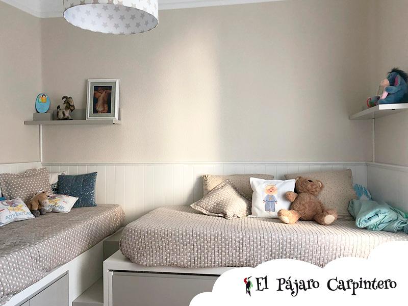 Tres camas en dormitorio en L