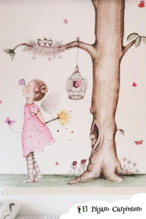 Dormitorio infantil decorado con mural de niña y árbol