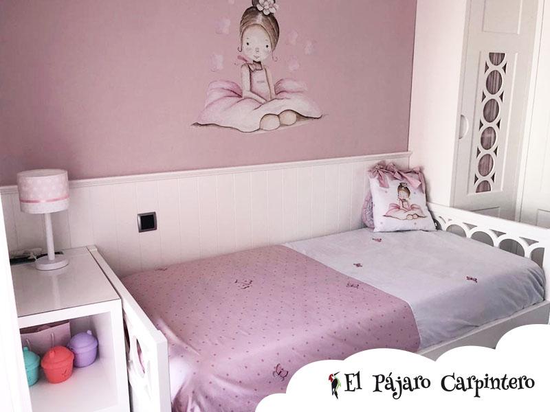 Dormitorio con mesita